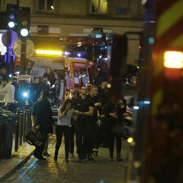 Полиция Франции освободила заложников из концертного зала Bataclan в Париже