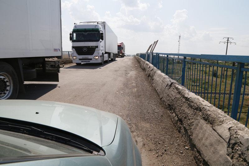 На аварийном путепроводе в районе станции Тобол для транспорта введено ограничение нагрузки до 15 т