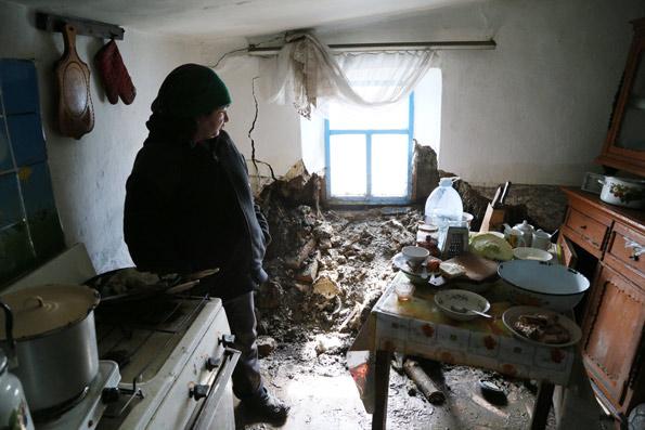 Татьяна Ковера с сыном живут под крышей, которая может рухнуть в любой момент
