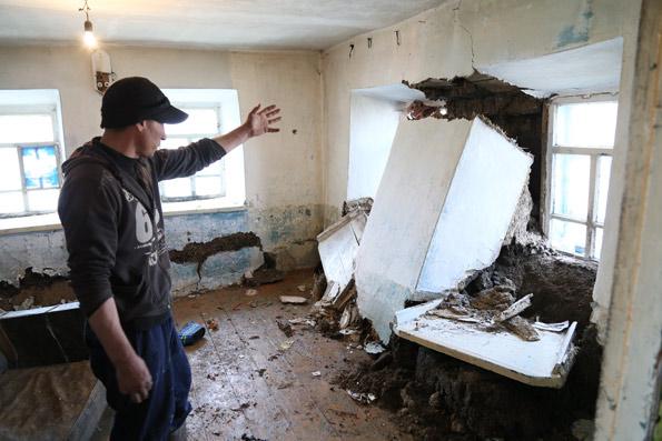 Житель Зеленовки Анатолий Мальцев: «Когда стены начали подсыхать, на разломах развелись желтые муравьи»