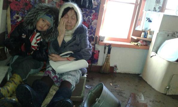 Жительница п. Диевка Улбосын Молдыбаева живет с мужем в доме, который находится в аварийном состоянии